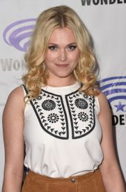 eliza taylor the 100 wondercon 1